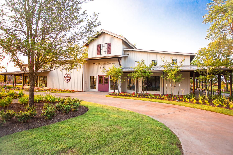 Veranda - Community Rec Center - The Cottage House